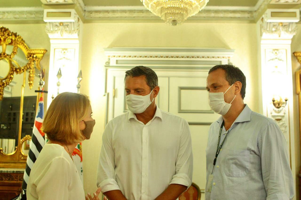 Prefeito Rogério Santos e secretários Cristina Barletta e Adriano Catapreta