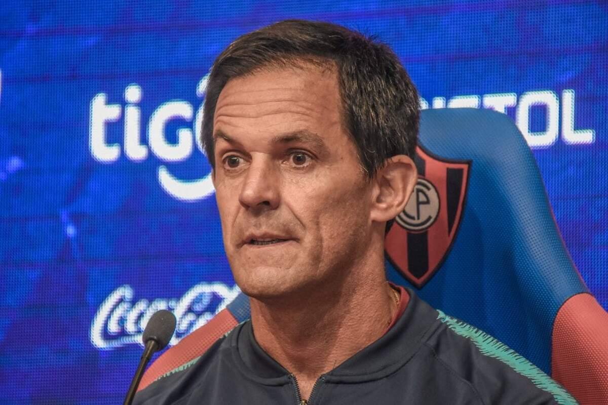 Bernay tem passagens pelo futebol peruano, argentino e paraguaio
