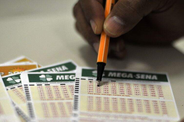 Aplicado na Poupança da Caixa, prêmio da Mega-Sena pode render aproximadamente R$ 130 mil por mês