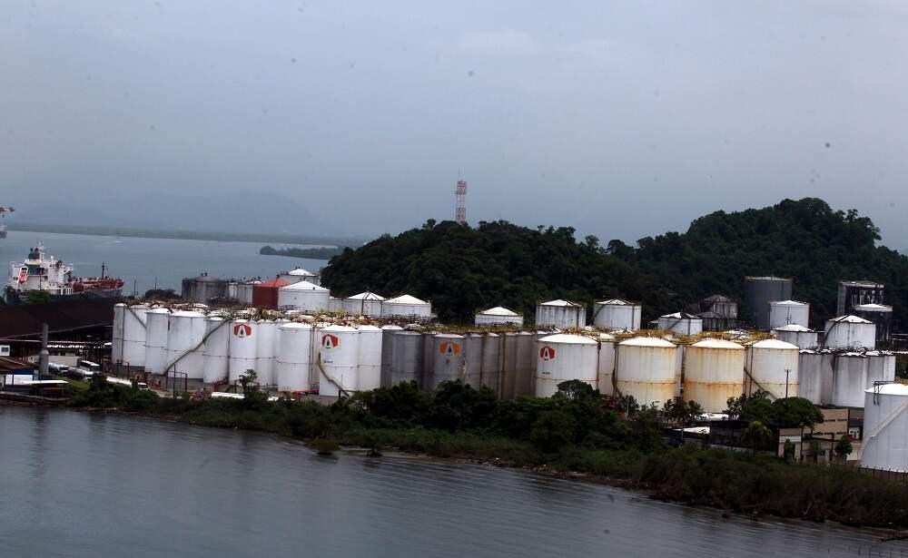 Localizada na Margem Esquerda do Porto, a Ilha Barnabé concentra terminais de granéis líquidos