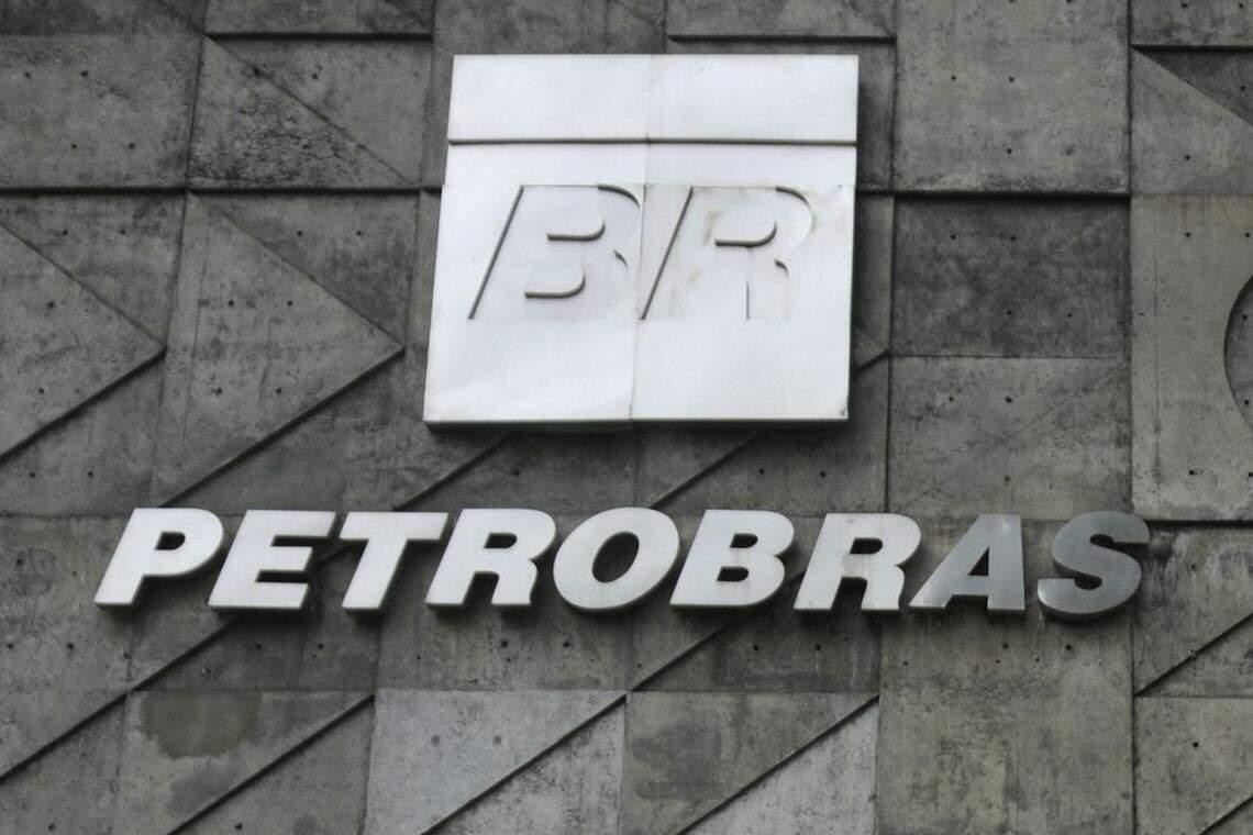 A nota foi divulgada neste sábado, após uma decisão do TST de acatar liminar da Petrobras