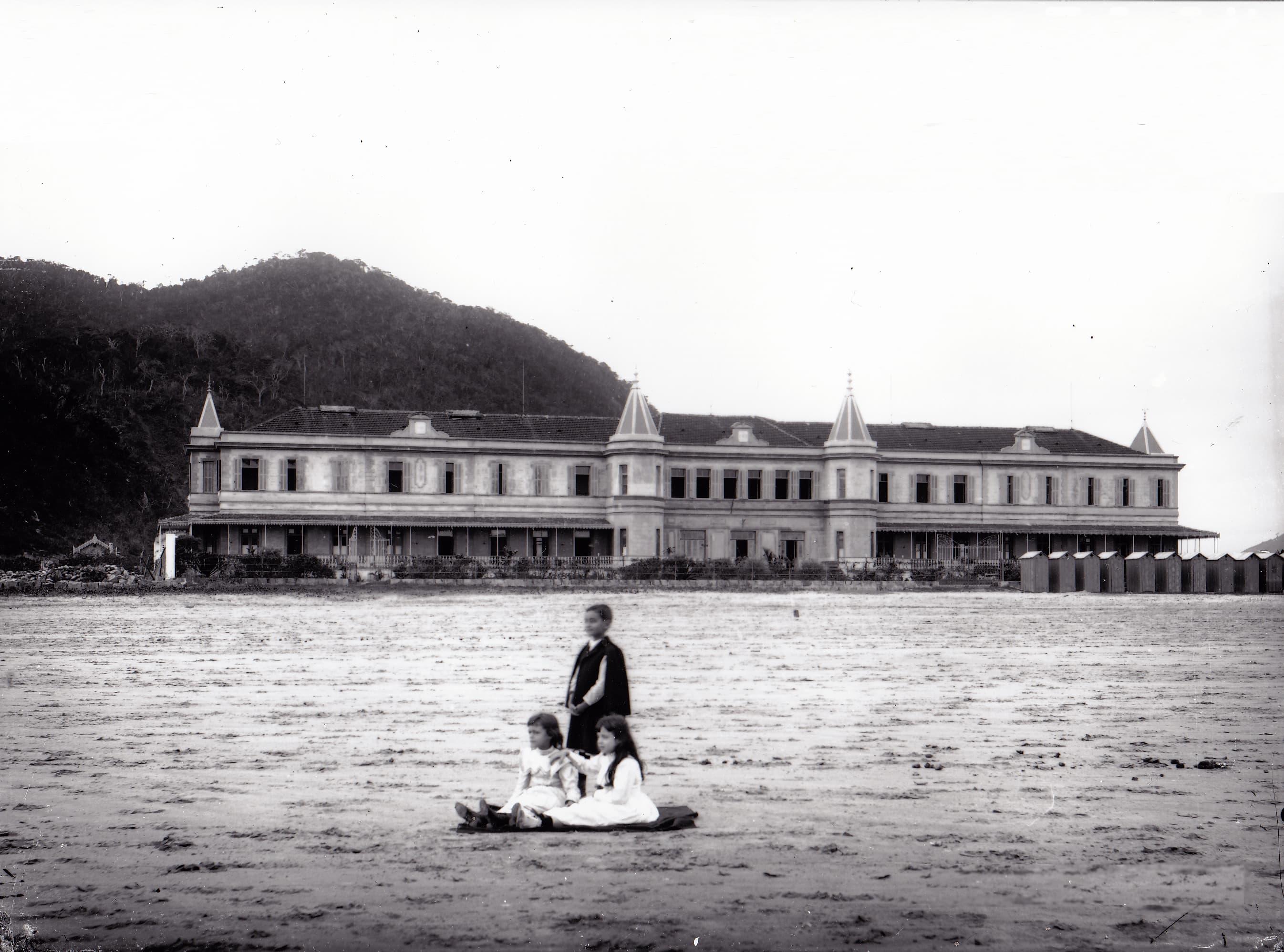 O Internacional foi o primeiro estabelecimento de hotelaria construído na faixa da orla santista