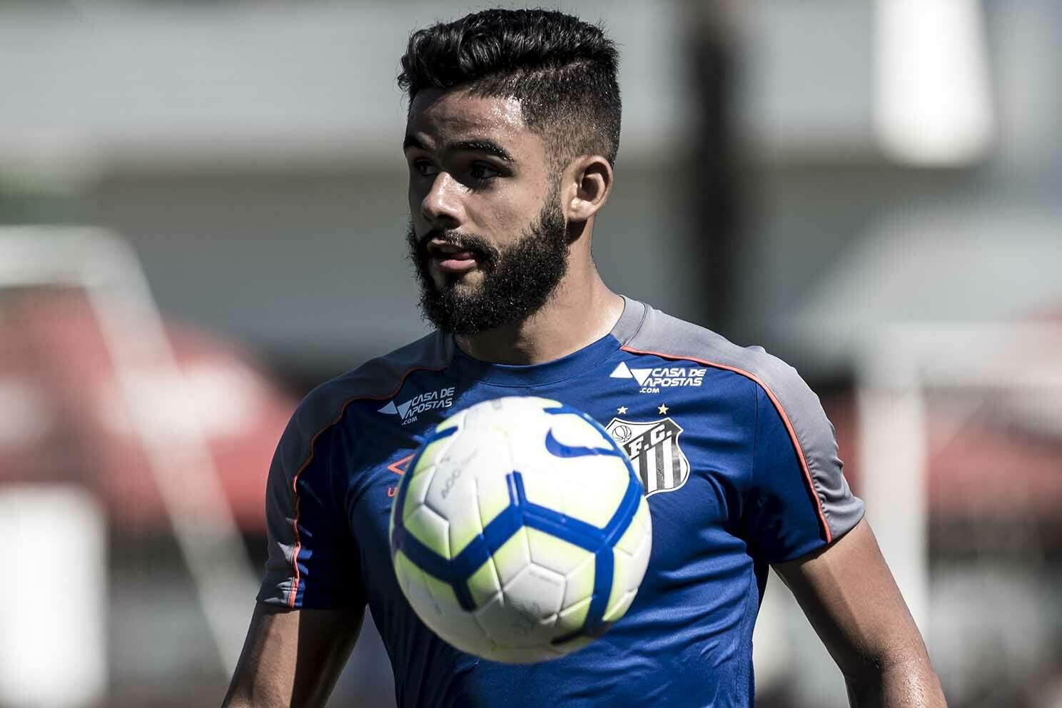 Felipe Jonatan quer ver o Santos brigando na parte de cima da tabela
