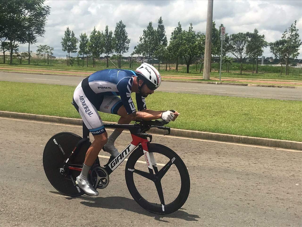 Lauro Chaman se preparando para a paralimpiada