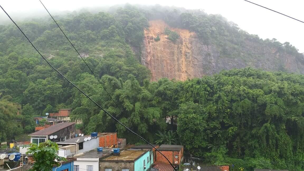 Morros de Santos seguem em estado de atenção por causa do temporal