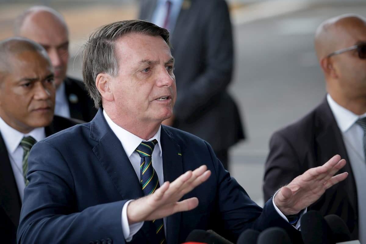 Bolsonaro deu entrevista ao deixar o Palácio da Alvorada na manhã desta segunda-feira