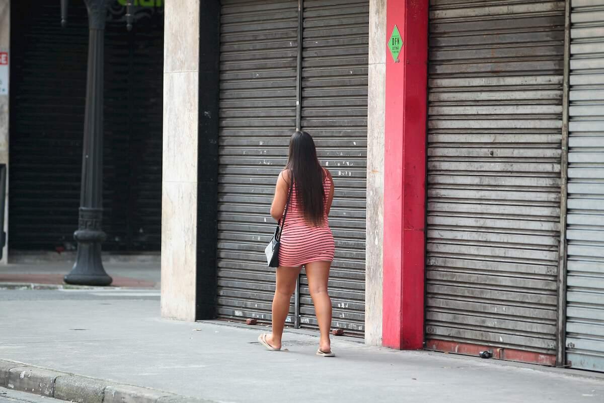 Cidades como Santos optaram por manter fechados setores do comércio; já outras flexibilizaram regras