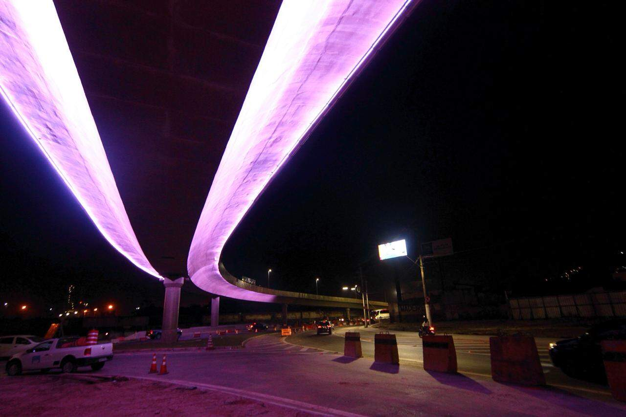 O equipamento tem 471 metros de extensão e elimina o conjunto de semáforos na chegada da Cidade