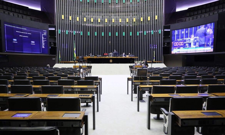 Sessão que aprovou o PL da BR do Mar teve a participação de deputados de forma remota e no plenário