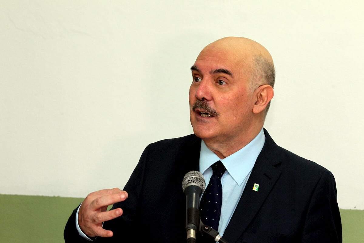 Ministro participou de inauguração de escola que recebeu o nome do pai, em São Vicente