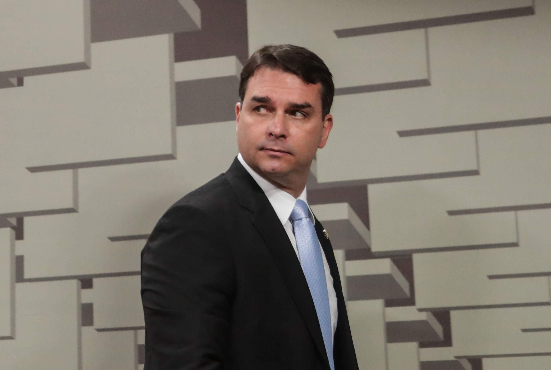 Senador Flávio Bolsonaro é investigado em esquema de