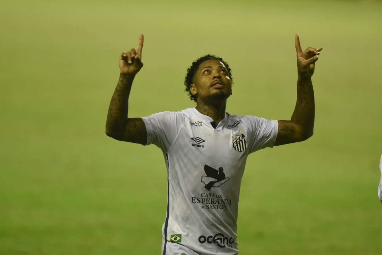 Artilheiro do Santos na temporada, com 6 gols, Marinho vive o melhor momento da carreira