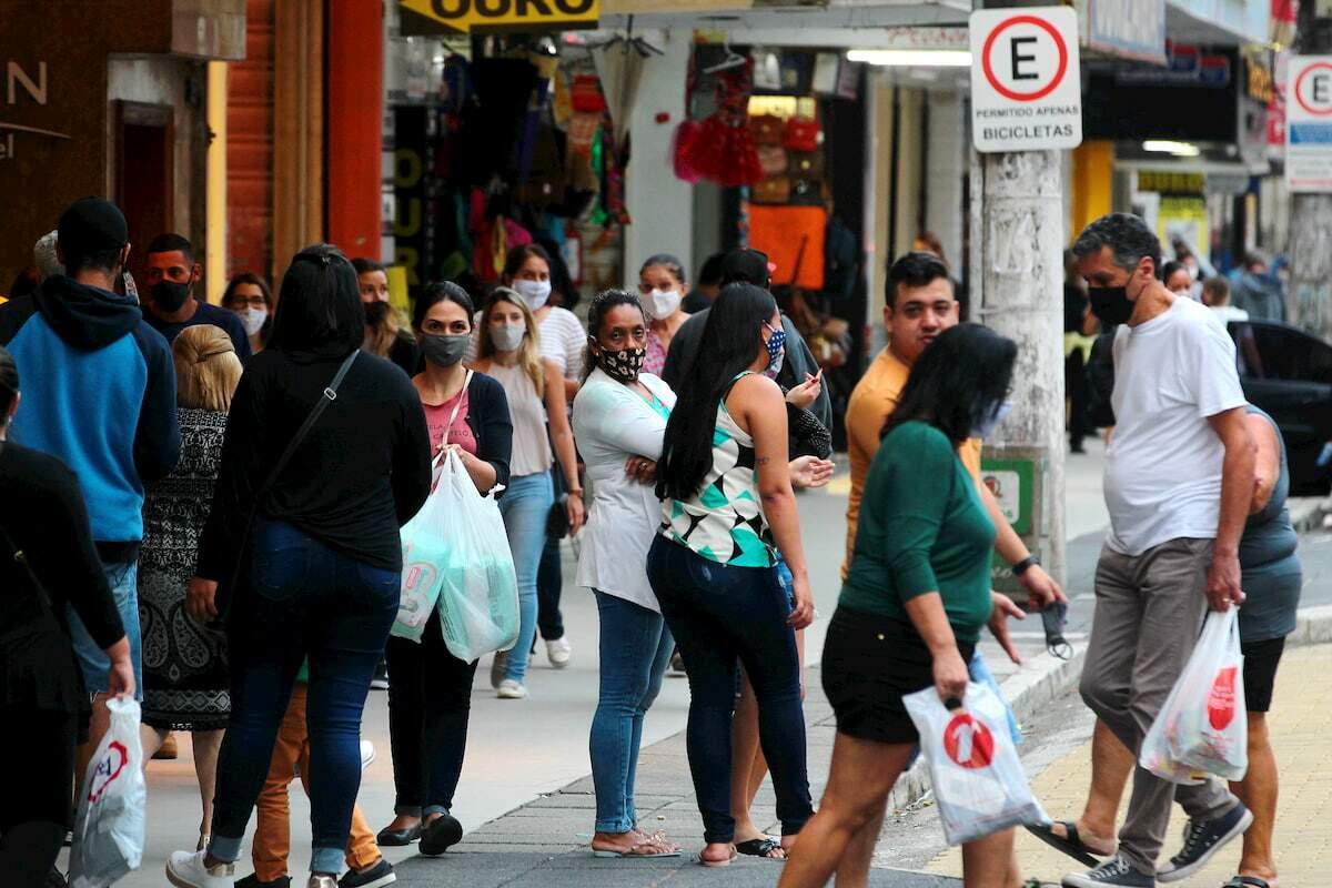 Dr. Ricardo Hayden pede para que as pessoas tenham cautela durante as compras de fim de ano
