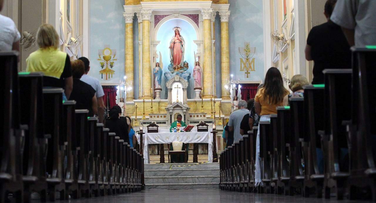 A Quaresma ocorre entre a Quarta-feira de Cinzas (dia 17) e a Quinta-feira Santa (1º de abril)