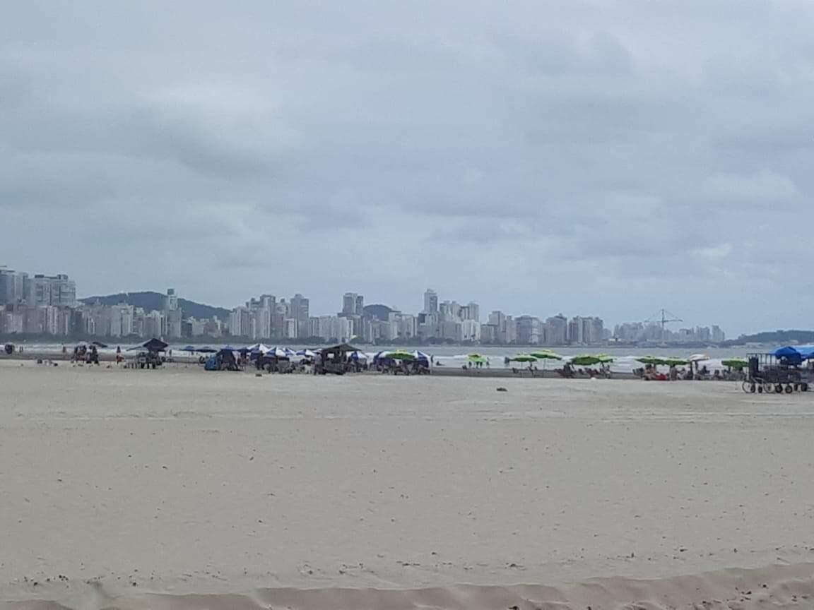 Praia teve pouco movimento e nenhuma aglomeração nesta véspera de Natal