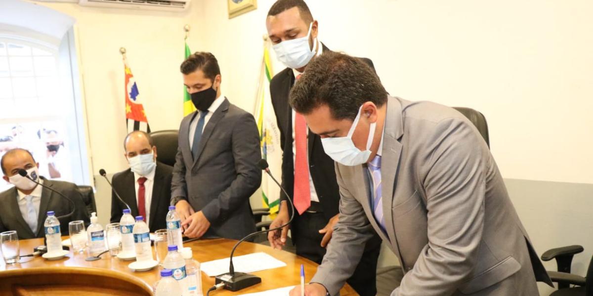 Reeleito, Felipe Augusto inicia 2° mandato em São Sebastião