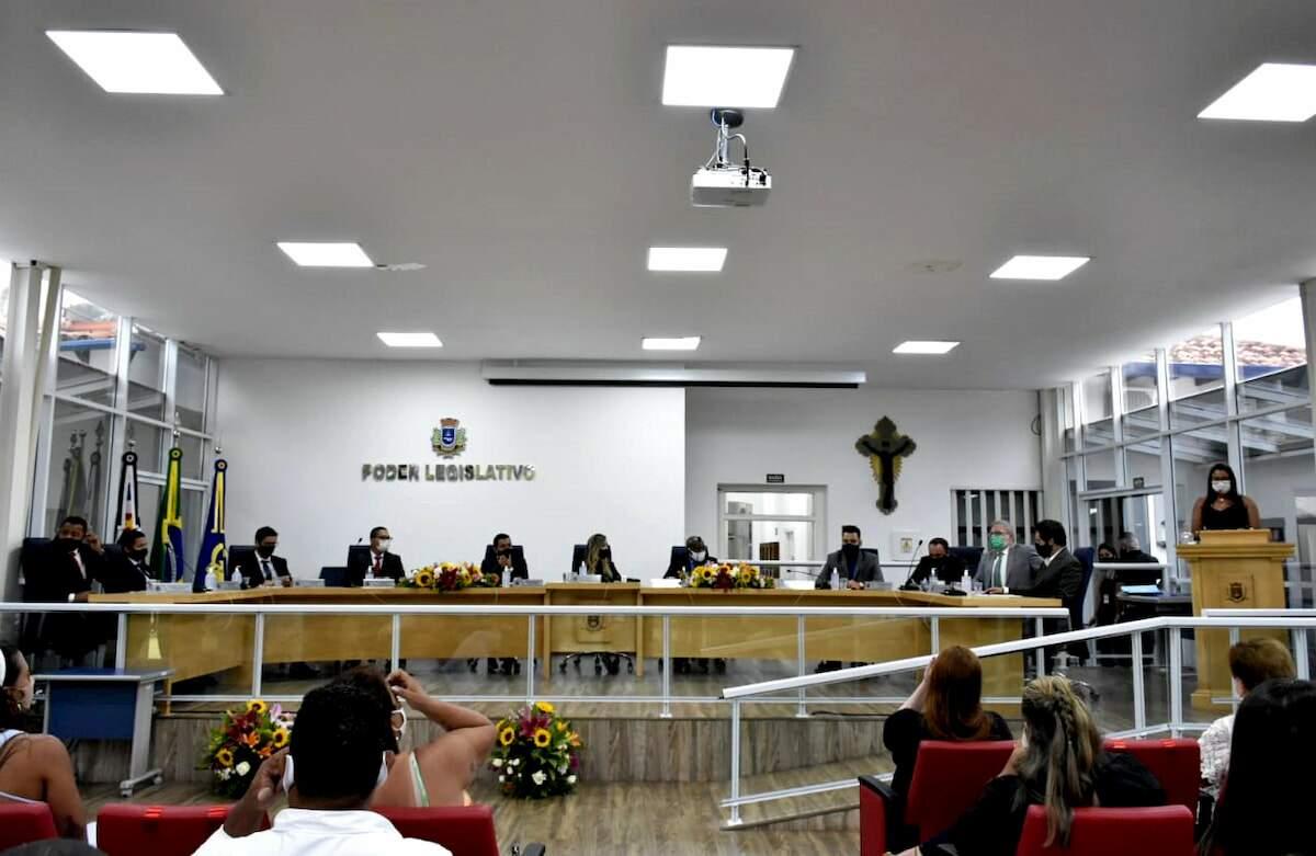 Prefeito eleito assume o comando do município pela terceira vez