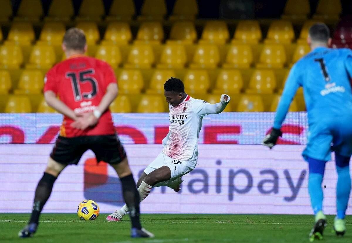 Rafael Leão anotou um belo gol contra o Benevento
