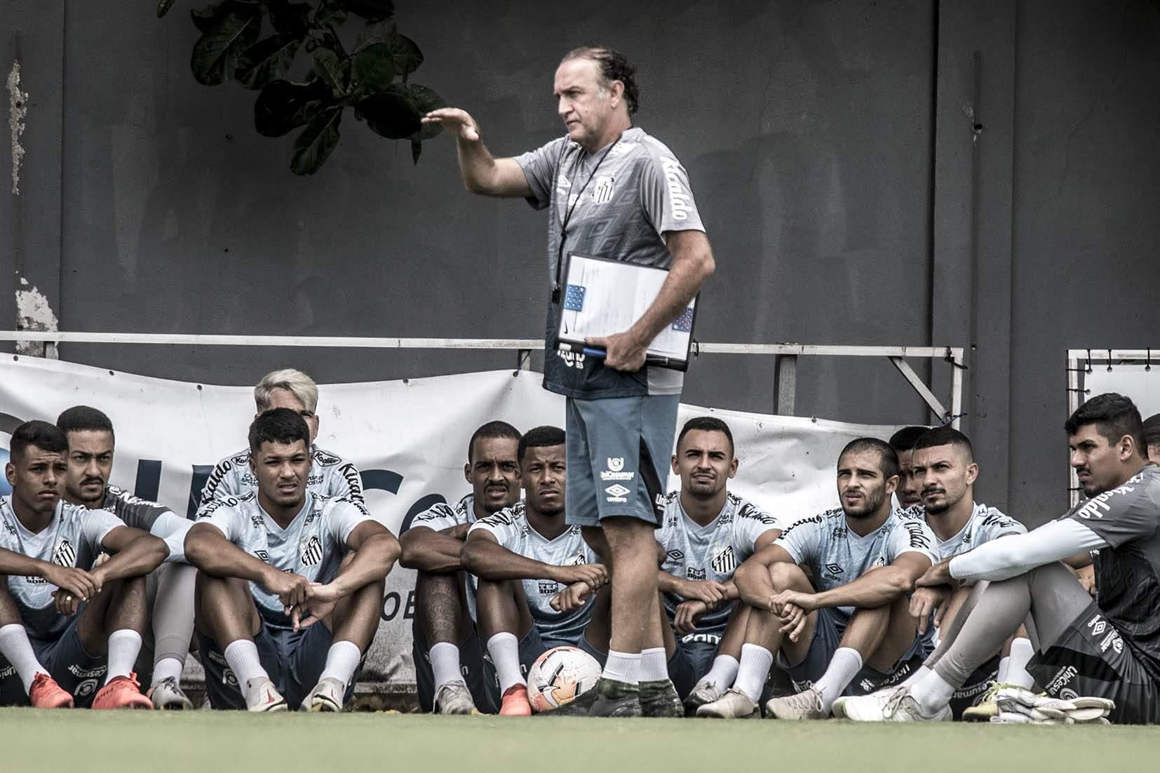 Cuca quer preservar os jogadores titulares para a final da Libertadores neste sábado (30)