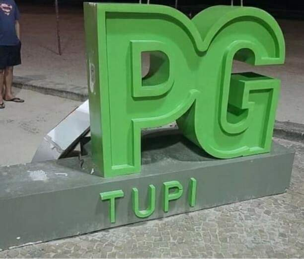 Totem da Vila Tupi foi vandalizado na noite de segunda-feira (4)
