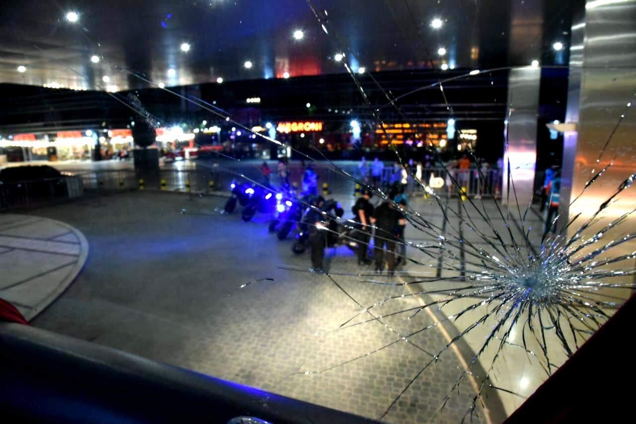 Ônibus da equipe santista foi apedrejado assim que chegou ao hotel, em Buenos Aires