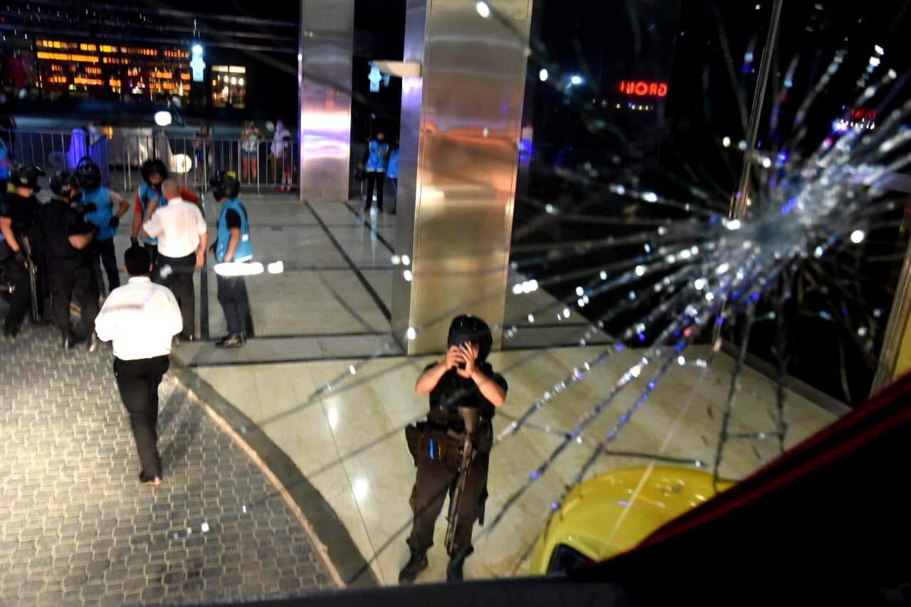 Atacante Kaio Jorge disse que um tijolo foi arremessado no vidro do ônibus