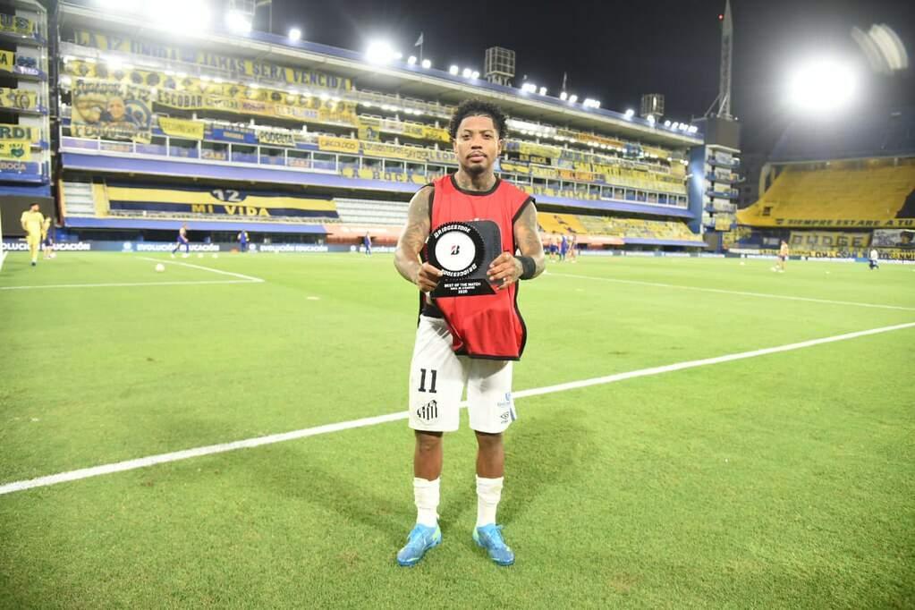 Marinho recebeu o prêmio de melhor em campo contra o Boca Juniors