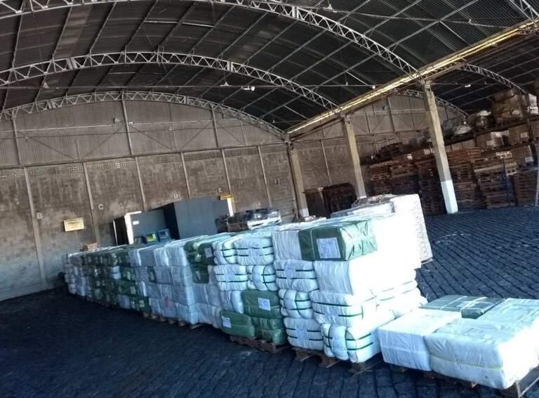 300 toneladas de roupas importadas são apreendidas no Porto de Santos