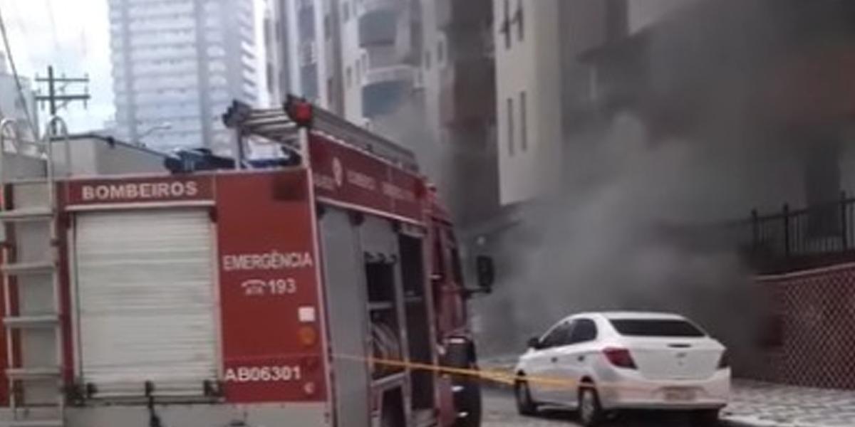 Incêndio causou muita fumaça em prédio no Guilhermina, em Praia Grande