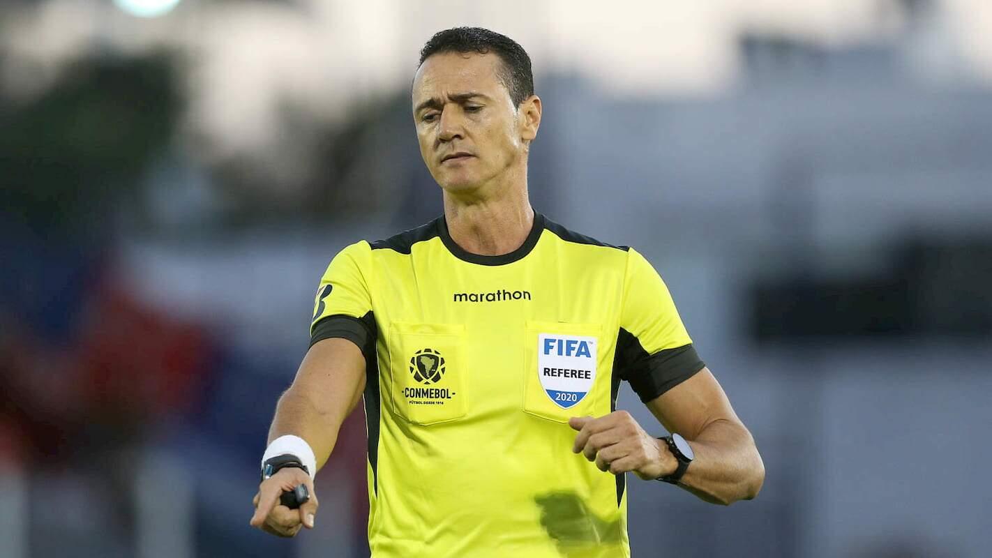 O colombiano foi o árbitro da goleada santista sobre o Grêmio, por 4 a 1