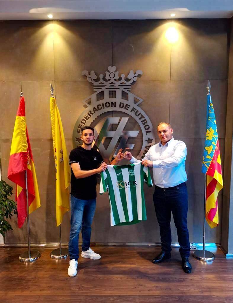 O lateral-direito Lucas Turela, de 19 anos, jogava no Safor, da Espanha