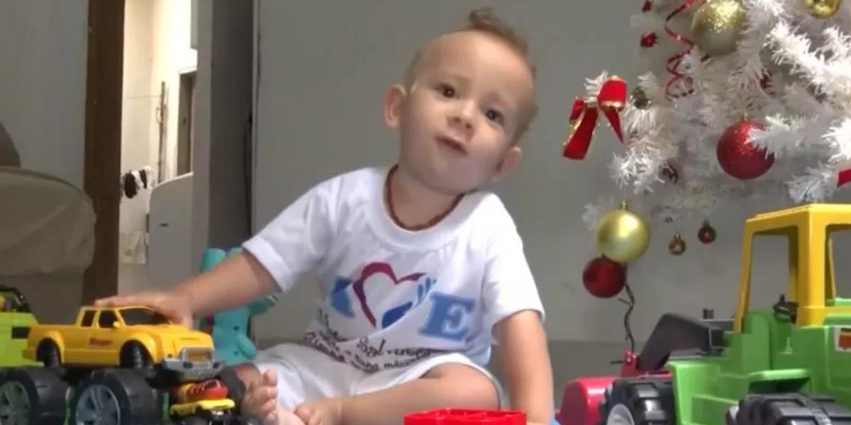 Victor Salvatore nasceu com atrofia muscular espinhal e precisa de remédio que custa R$ 12 milhões