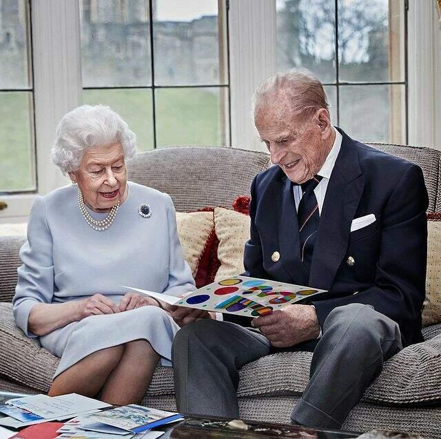 Rainha Elizabeth e Príncipe Philip foram vacinados contra a Covid-19, no Reino Unido