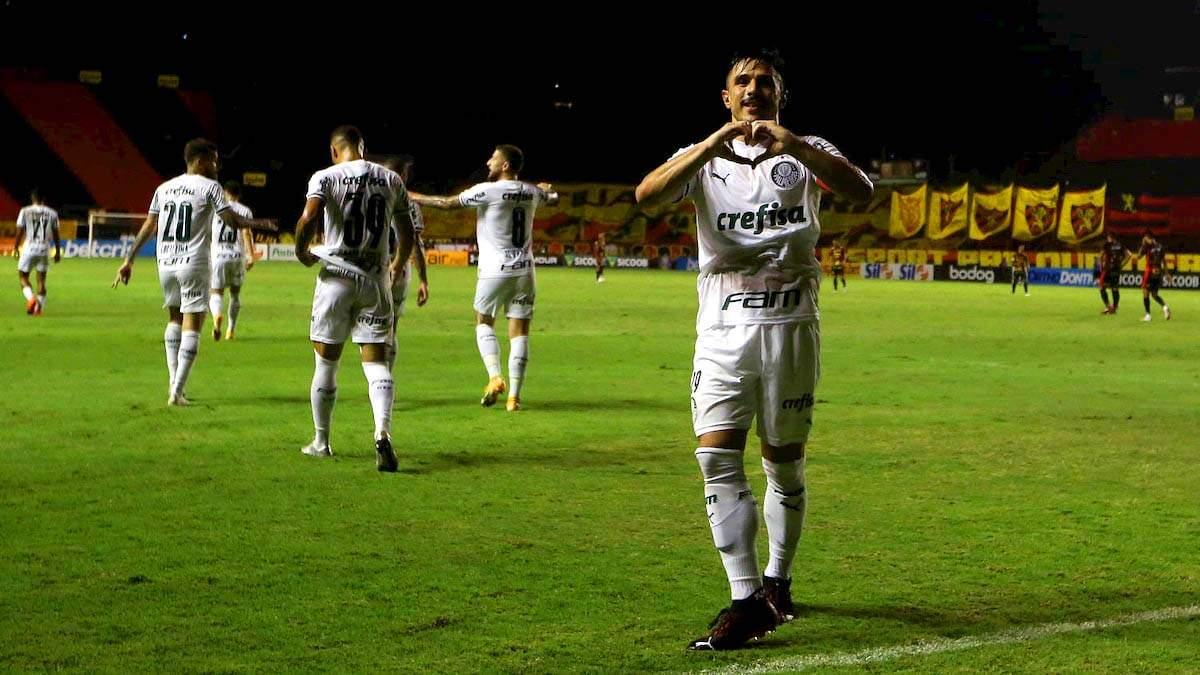 Willian fez o gol do Palmeiras, ainda no primeiro tempo