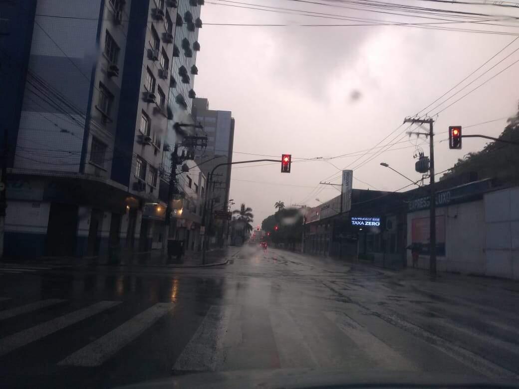 Alerta indica volume de até 100 milímetros de chuva em 24 horas