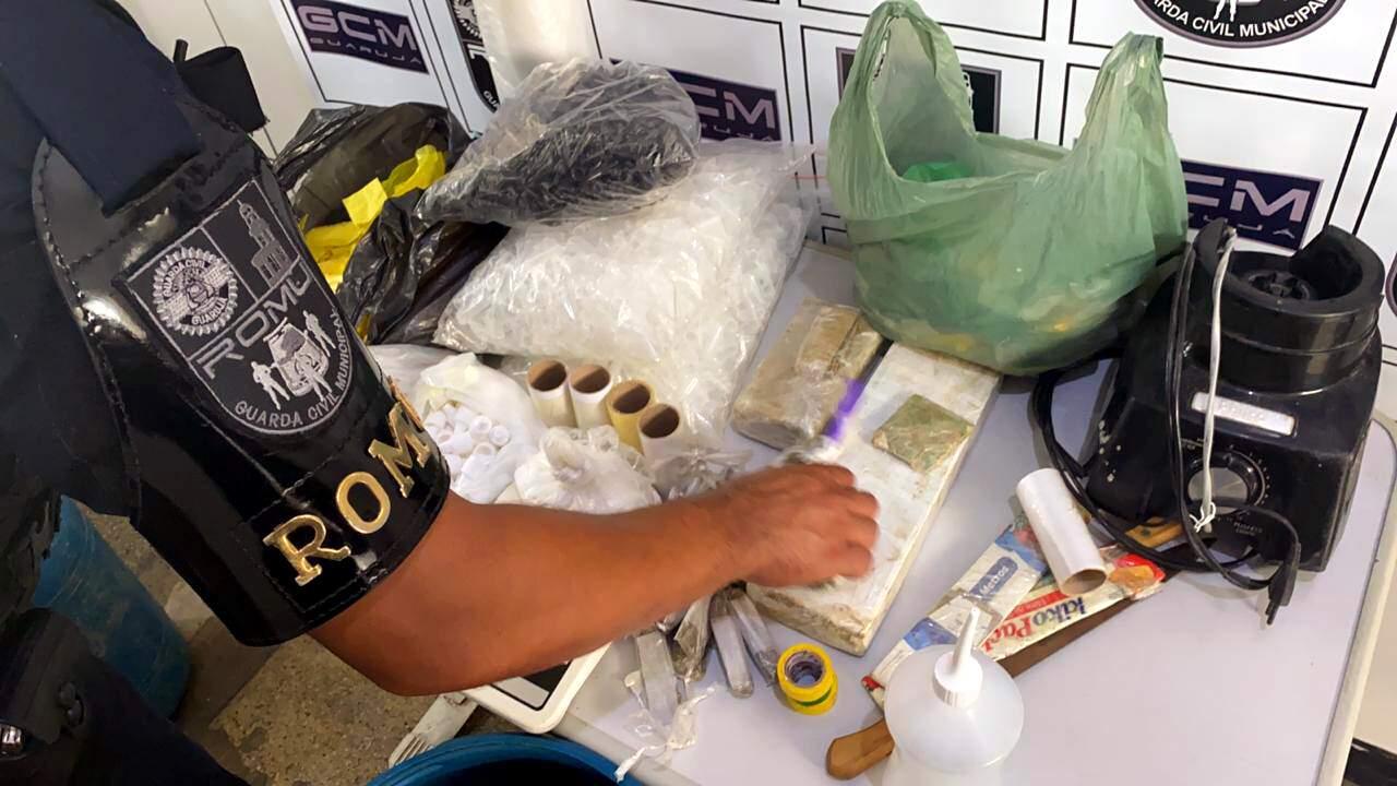 Agentes apreenderam todos os apetrechos e drogas do local