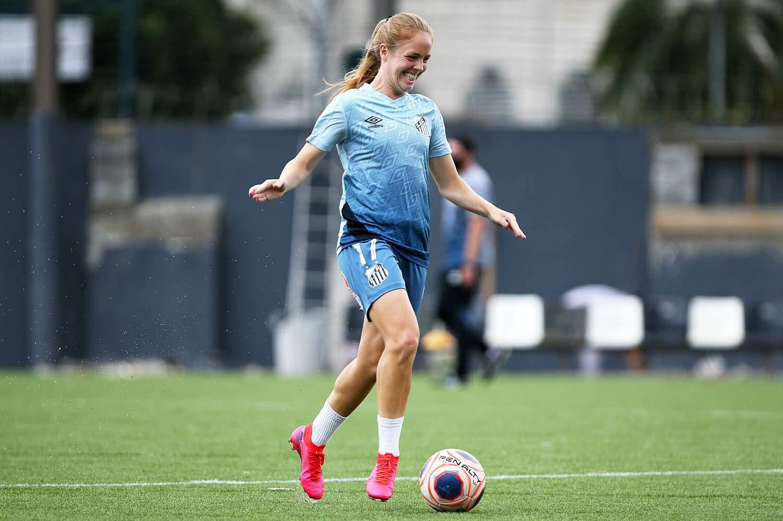 Santos negocia renovação de contrato com Ketlen
