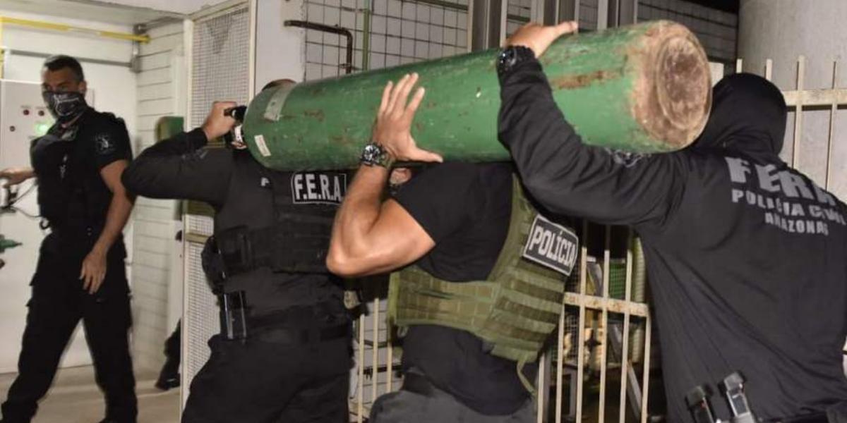 33 cilindros de oxigênio escondidos em caminhão são apreendidos pela Polícia em Manaus