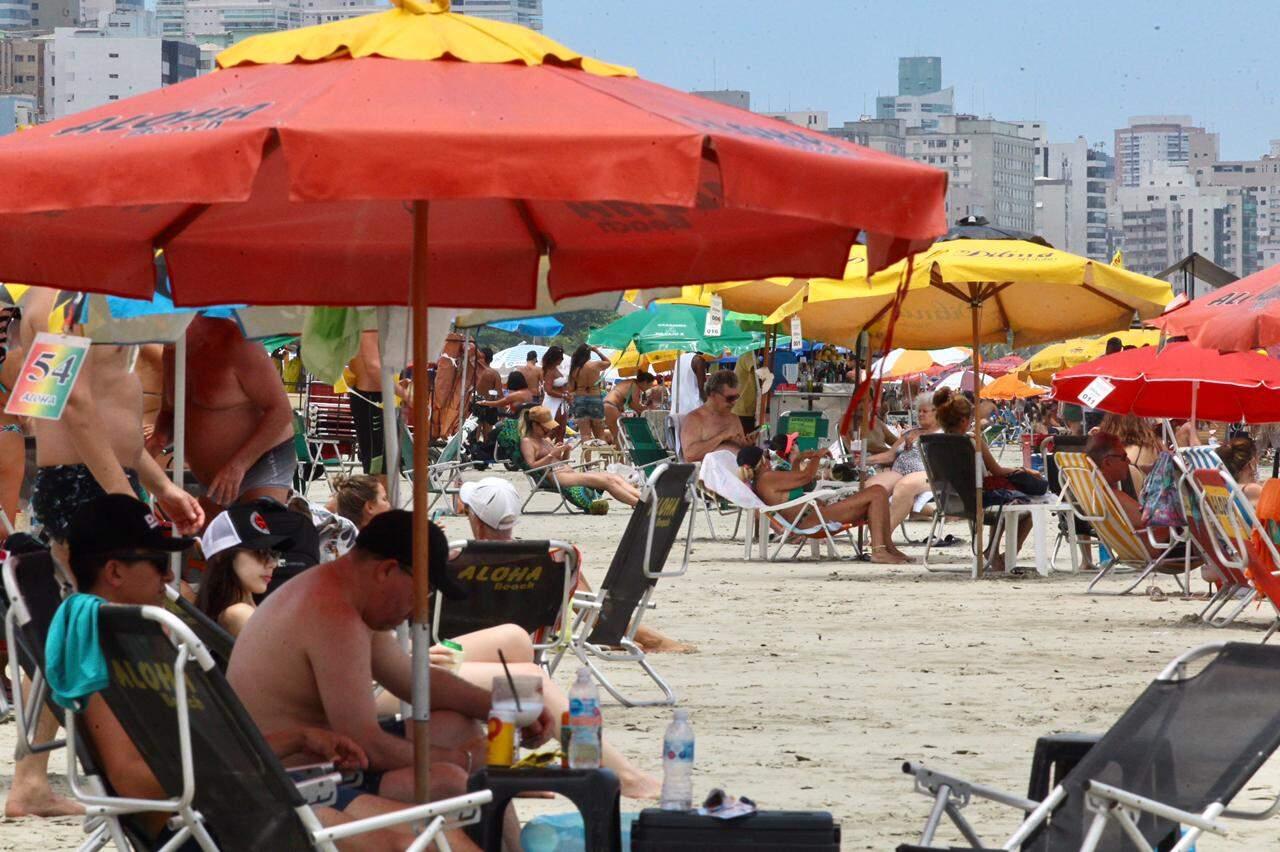 Santistas aproveitaram as praias da cidade nesta manhã