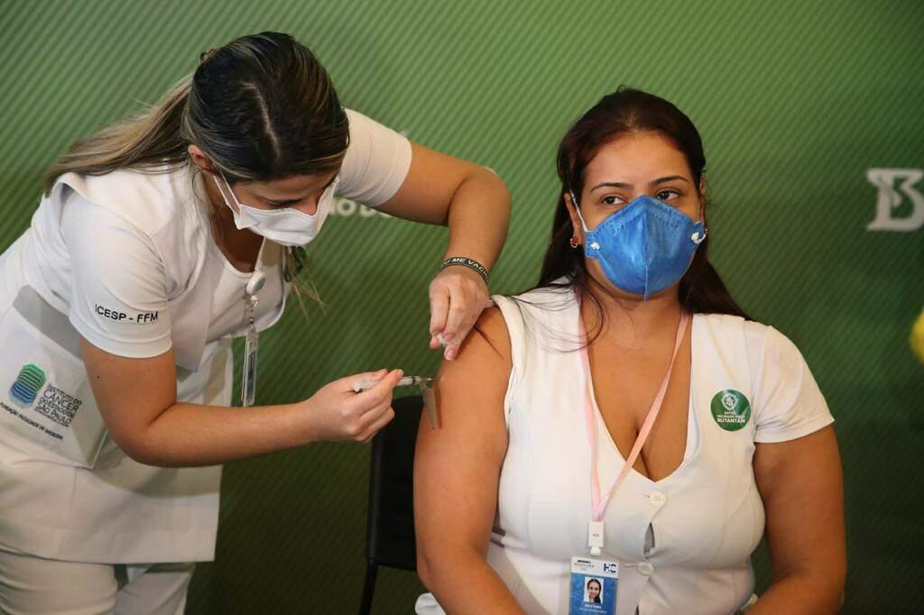 Vacinação começará em seis hospitais de referência do Estado