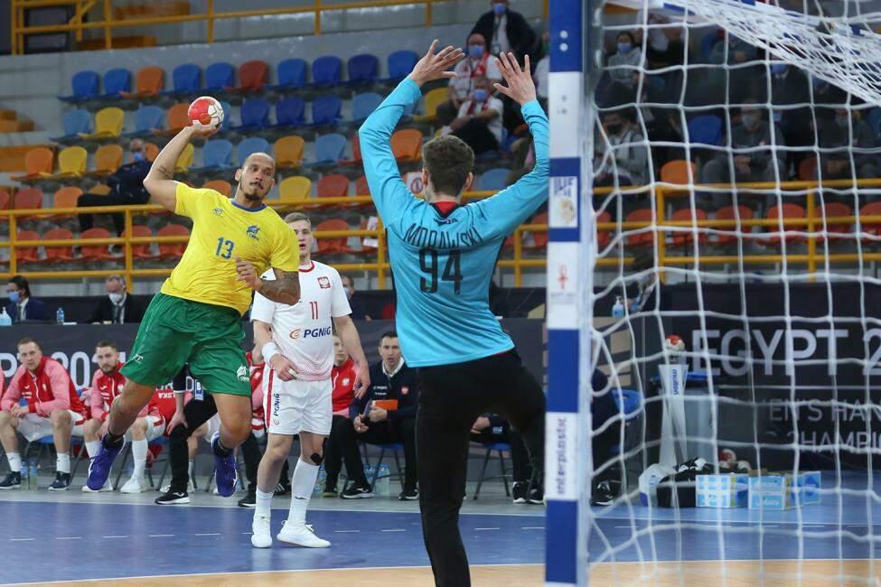 O time brasileiro entrou em quadra já classificado graças à vitória da Espanha