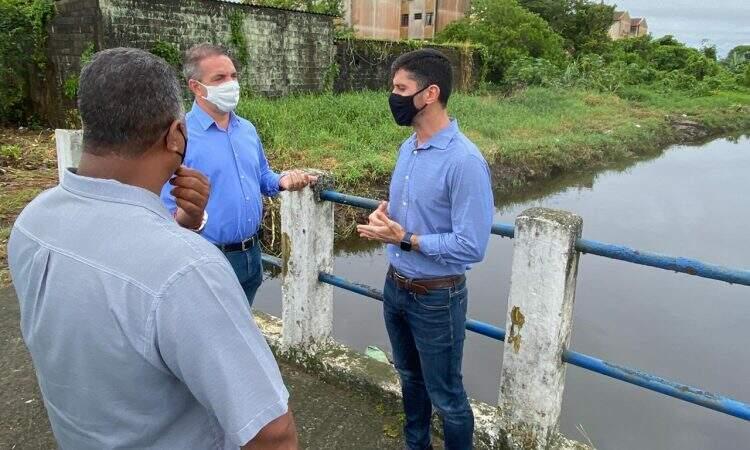 Prefeito e Secretário de Serviços e Urbanização de Itanhaém visitaram locais sujeitos a alagamentos