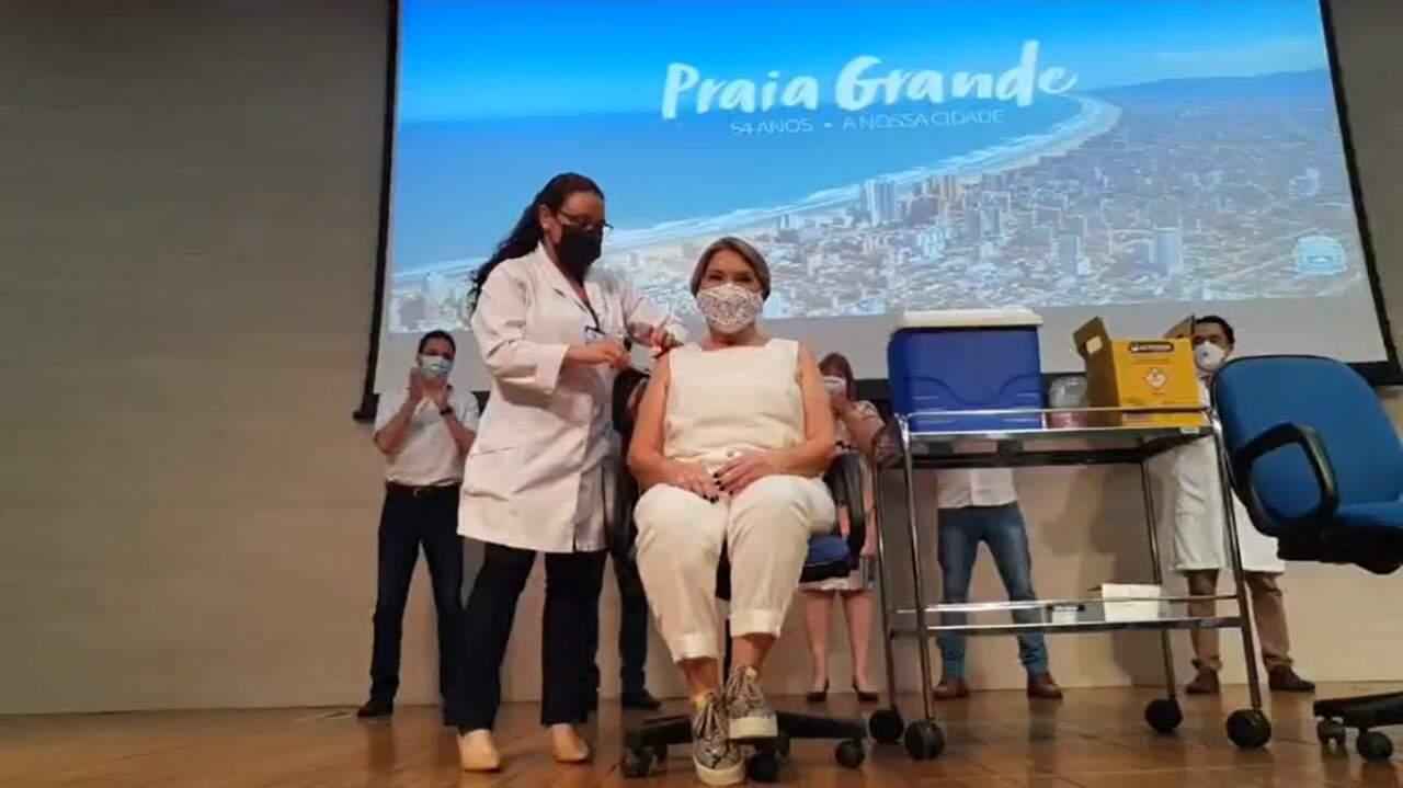 Médica do Samu foi a primeira a receber a vacina contra a Covid-19 em Praia Grande