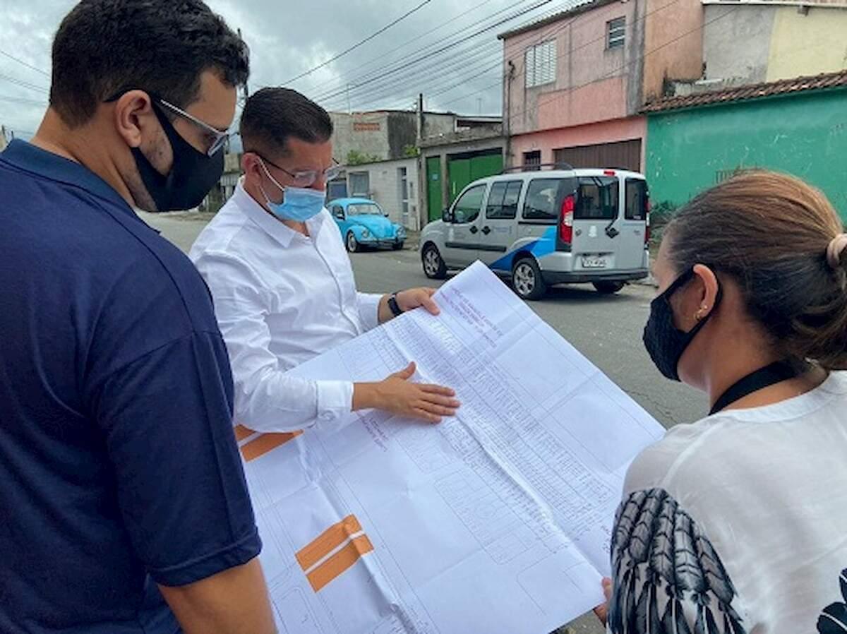 Grupo aproveitou para analisar um mapa das vias em que os lotes desta área se encontram