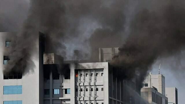 Imprensa indiana diz que incêndio não afeta produção de vacina contra Covid-19