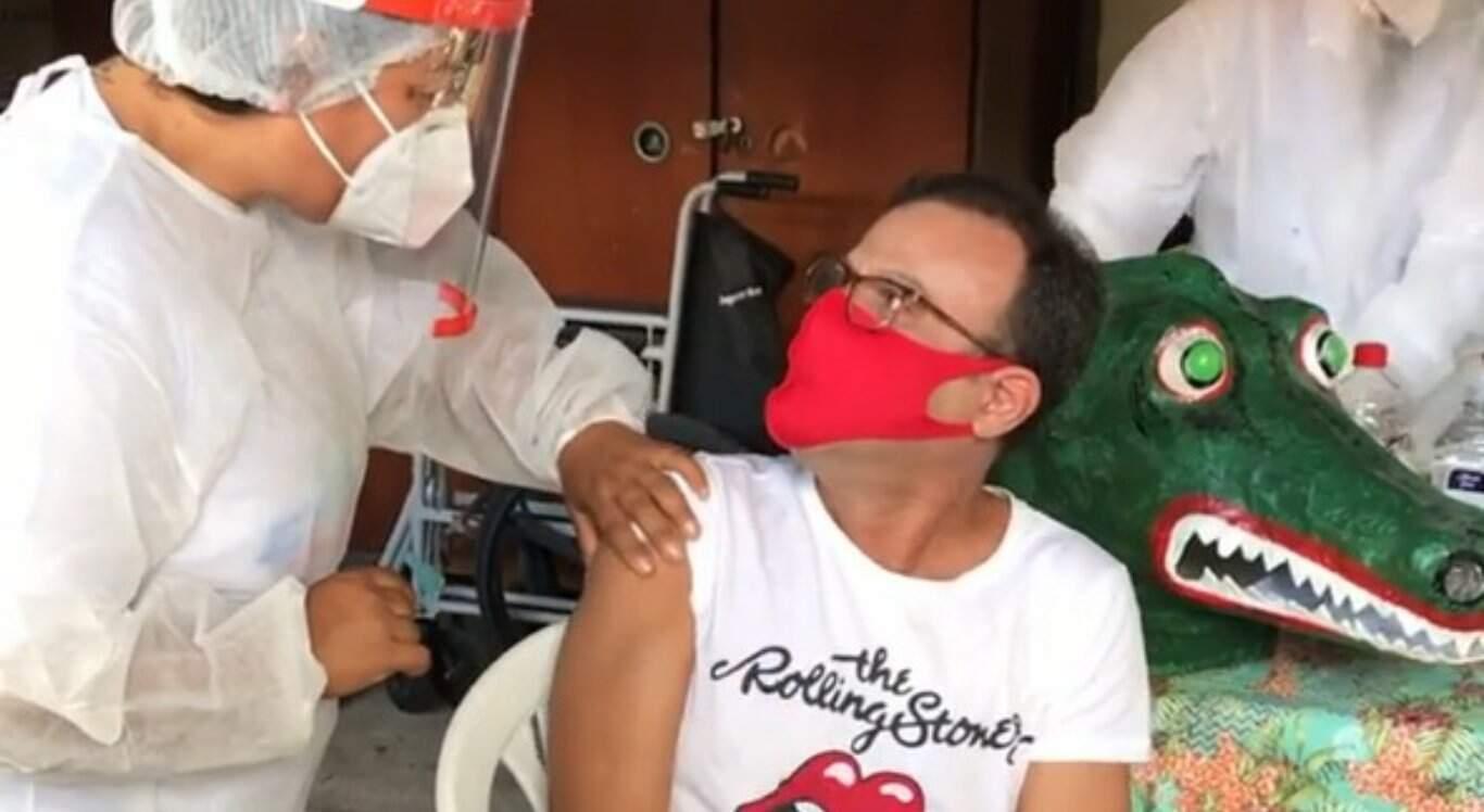 Ex-BBB trabalha em um asilo, por isso entrou na lista preferencial de imunização