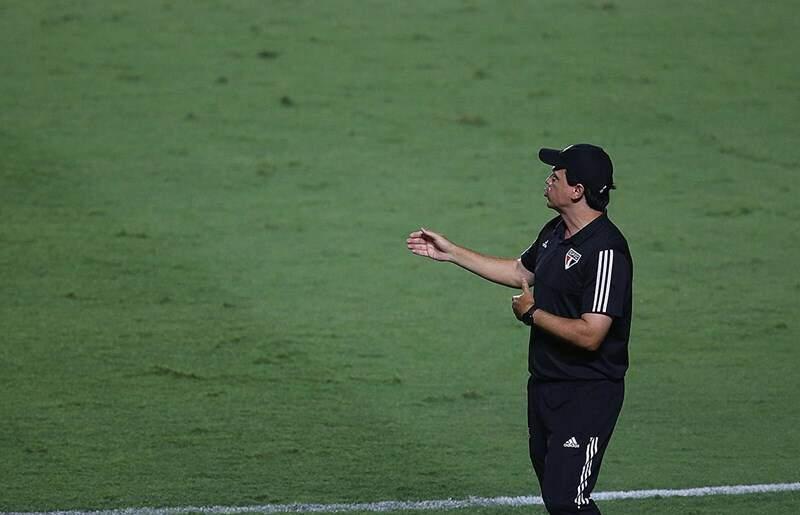 Treinador do SPFC pede união do elenco e mira título do Brasileirão após tropeços