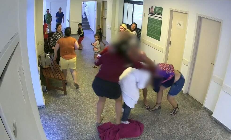 Câmeras de monitoramento flagraram momento das agressões