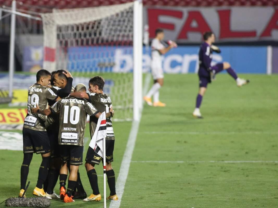 Sarrafiore comemora gol de empate do Coritiba contra o São Paulo