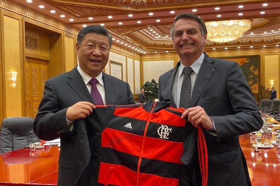 Bolsonaro compartilhou foto de outubro de 2019 ao lado do presidente da China, Xi Jinping